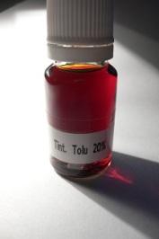 Tolu balm tincture sample displaing a nice ambery colour